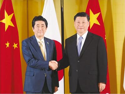 �近平���日本首相安倍�x三