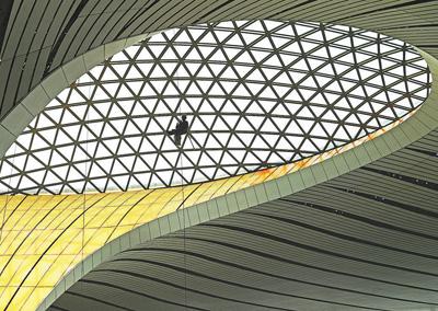 北京新机场主要工程如期竣工