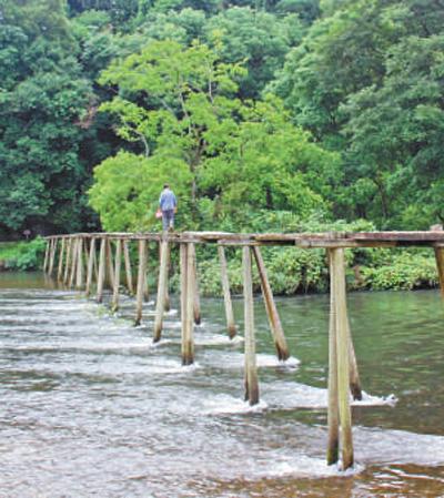 一座寨子守护一座桥(壮丽70年奋斗新时代·记者再走长征路)