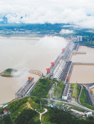 三峡大坝拦蓄洪水