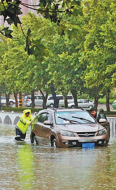 战台风他们坚守抢险救灾一线