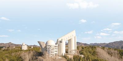 人民视觉 中国科学院国李正悲伤的爱家天文台兴隆观测站的郭守敬天文望远镜