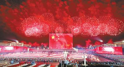 蒙古族的《�歌》、藏族的《唱支山歌�o�h�》《北京的金山上》、�S吾��族的《青春舞曲》、朝�r族的《�t太�照�疆》、�炎宓摹峨b有山歌敬�H人》、回族的《花�号c少年》……各族群��d歌�d舞、同�g同��