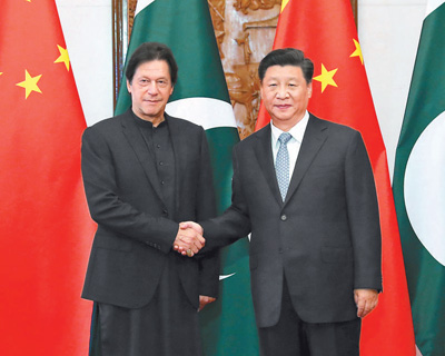 习近平会见巴基斯坦总理伊姆兰・汗