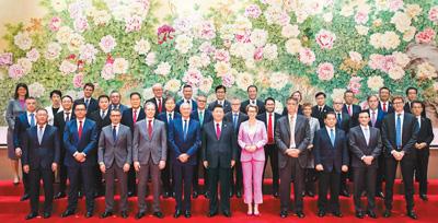 习近平会见世界500强企业家代表