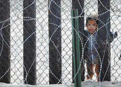 """人民日报:""""美国移民政策造成太多人间悲剧"""""""