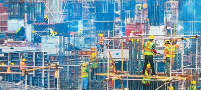 重大工程关系国计民生 工人们正在复工