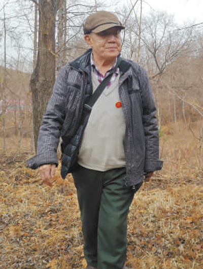 哈尔滨市退休干部张瑞武—— 不绿荒山不罢休