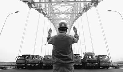 重庆 朝天门大桥进行载荷实验 -人民日报-人民网图片