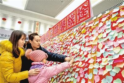 人民日报:传递祝福 温暖旅途