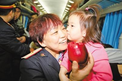 阿姨,请您吃苹果
