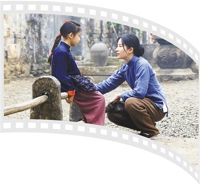 第二十届上海国际电影节—— 廿场光影璀璨 电影连结世界 本报记者 曹玲娟 《 人民日报 》( 2017年06月19日   13 版)    《烽火芳菲》剧照。       左图:《哀苦心事》剧照。   中图:《三轮浮生》剧照。   右图:《我单纯的兄弟》剧照。       《哈尔姆斯》剧照。   资料图片      或许,直至电影诞生,人们才最终满足自己复制梦境的渴望。    如同魔法降临,次第在黑暗中展开的大千世界——一帧帧画面,或指向幻想的瑰丽、或体现梦境的无稽、或映射情感的真挚……在这片梦幻般的情境 - weicuibai65 - 雕龙绣凤