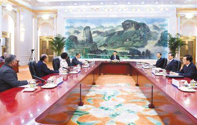 六月十九日,国家主席习近平在北京人民大会堂集体会见来华出席金砖国家外长会晤的俄罗斯外长拉夫罗夫、南非外长马沙巴内、巴西外长努内斯、印度外交国务部长辛格。   新华社记者 饶爱民摄