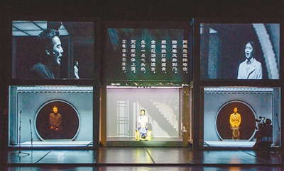 """《狂飙》的""""狂飙""""之心未变(品鉴) 奚牧凉 《 人民日报 》( 2017年06月22日   24 版)        在纪念中国话剧110年之际,《狂飙》重新排演是再合适不过了。    在2001年问世16年后再度亮相,导演田沁鑫的《狂飙》(上图为剧照)是做了较大的改变的。虽然她对于创作于2001年的文本并未进行过多的调整,但对诸多场次做了重新排序,基本以主人公田汉的生命时序前进。而更为重要的重排还是体现在舞台呈现。随着技术的进步,在2001年还只能借由景片、箱体来向观众展示的中国话剧产生发展之初的图文内 - weicuibai65 - 雕龙绣凤"""