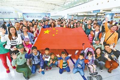 2014年3月,山东省青岛机场边检站开展文明出境旅游宣传活动.