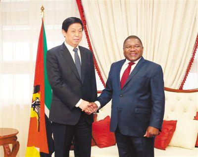 栗战书对莫桑比克进行正式友好访问
