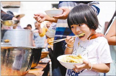 云南通海 :抗震救灾 有序开展