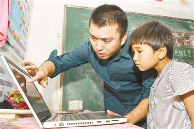 青年教师支教在新疆 为孩子带去多彩世界