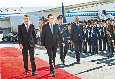 李克强抵达塔吉克斯坦杜尚别 并对比利时进行工作访问