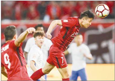 中超联赛 上海上港队领跑积分榜