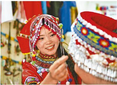 彝族女大学生回乡创业