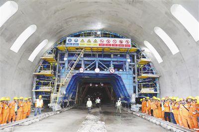 孟醒九紫印尼雅万高铁首条隧道顺利贯通