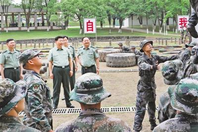 习近平在视察陆军步兵学院