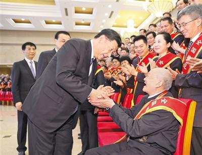 习近平会见全国退役军人工作会议代表