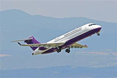 国产ARJ21飞机进行首次高原示范飞行(礼赞70年)