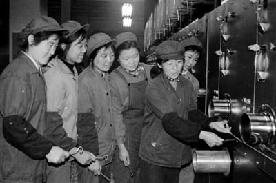 """新中国第一批""""的确良""""原料(新中国的""""第一""""·70年)"""
