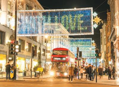 爬花楼武汉:London lights up festive lights to pay tribute to the anti-epidemic heroes插图