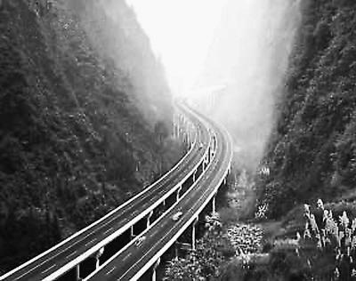 渝湘高速公路大桥修成s形