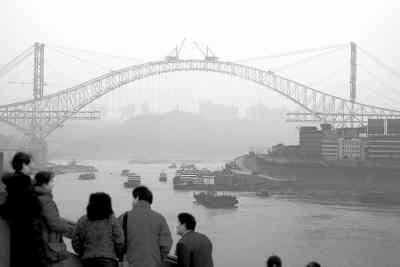 """朝天门长江大桥-0日12时许,重庆朝天门长江大桥""""世界第一拱""""最后一颗螺栓随着建图片"""