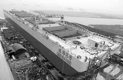 该船内部结构复杂,装配工艺较高,焊接强度极大,全船耗用钢料超过7600