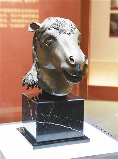 马首铜像还家园文物回归新典范