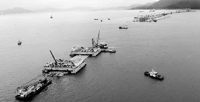 港珠澳大桥2016年6月29日实现历史性的主体桥梁合龙