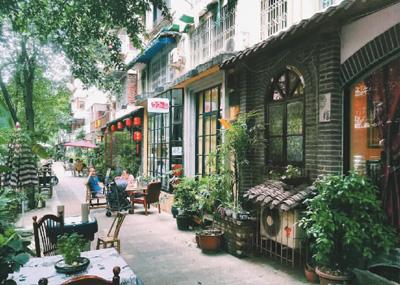 成都泡桐树街在小街区改造后充满休闲氛围