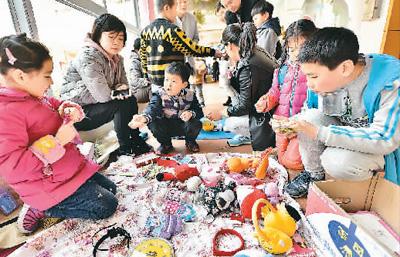 幼儿园办起跳蚤市场