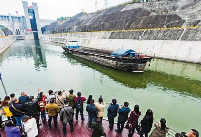 三峡大坝开通升船机观光游
