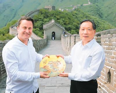 卢森堡首相贝泰尔:参观长城让我感到中国的伟大
