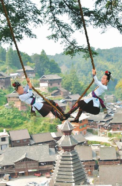 贵州从江:新米节上荡秋千