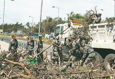 解放军驻澳门部队协助救灾纪实