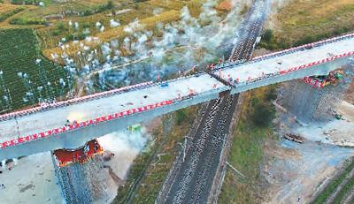 京张高铁特大桥成功转体对位