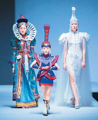世界模特大赛 展示民族服装