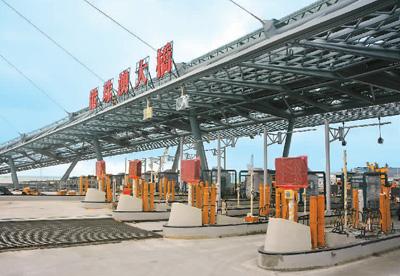 港珠澳大桥珠海出入口工程完成