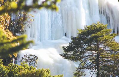 冬日观庐山冰瀑
