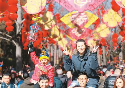 世界睁大眼睛关注中国春节(国际论道)