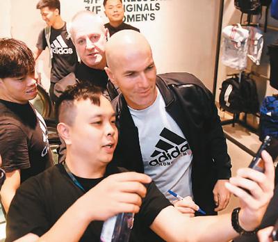 足球巨星齐达内到访香港(行摄香江)