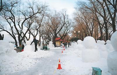 松花江畔冰雪景观引无数游客