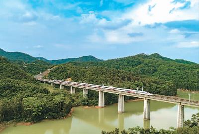 这十年,中国高铁发展风正帆扬
